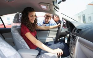 ChoosingSafeCarForTeen_large_image